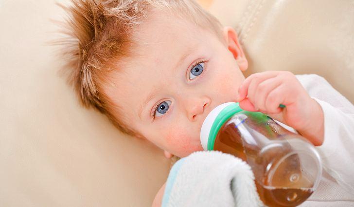 Дитя пьет