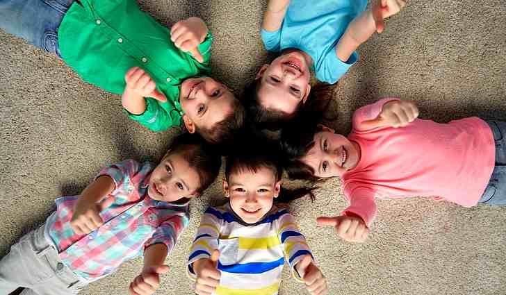 Довольные дети