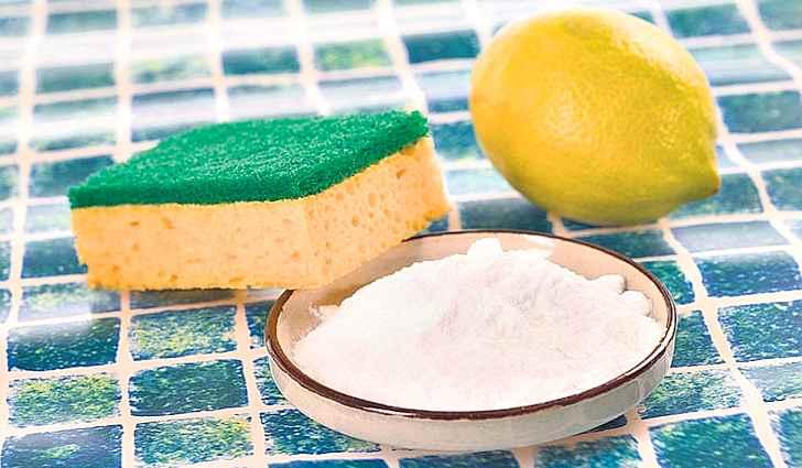 Губка, сода и лимон для мытья
