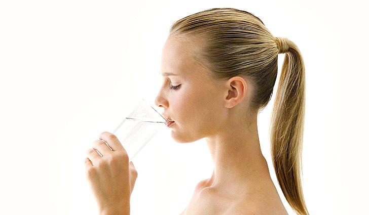 Ребенок с содовой водой