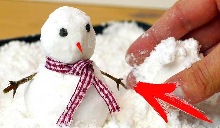 Снеговик из самодельного снега